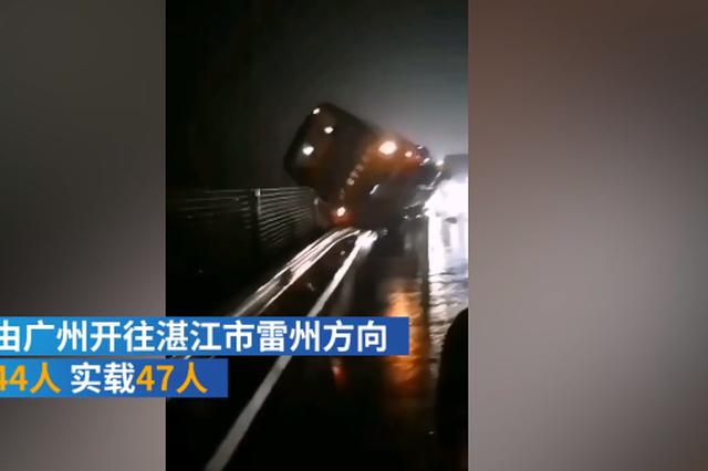 广东沈海高速发生大巴侧翻事故 致7人死亡11人受伤