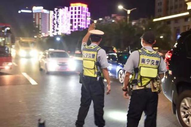 南宁交警开启夜查 酒驾醉驾、车辆非法改装全部查处