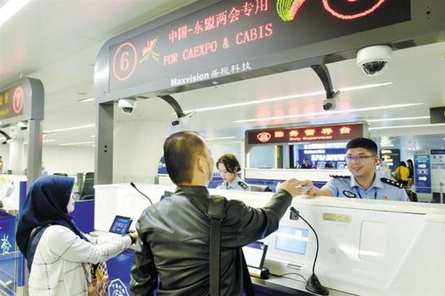 中国—东盟博览会来临 南宁口岸迎来旅客入境高峰