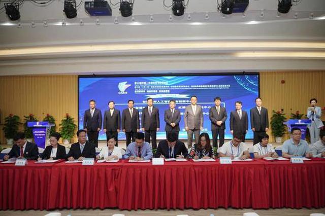 经济发展论坛暨中国—东盟数字贸易枢纽中心启动仪式在华南城举办