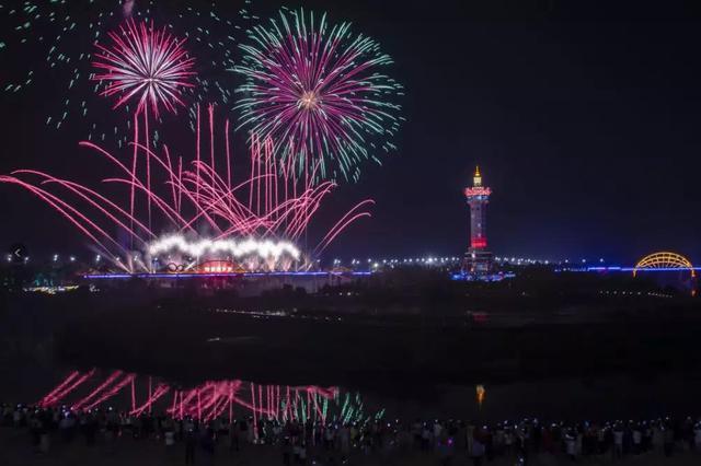 贵港市园博园焰火盛宴刷屏 一起回顾焰火燃放的盛况