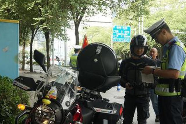 柳州交警推行电子驾驶证 打击电动自行车盗抢行为