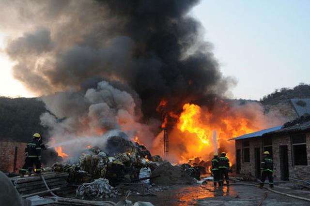 南宁邕武路一在建工地起火两人不幸遇难