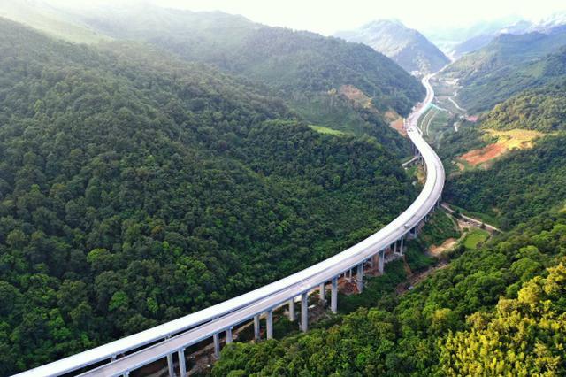 一条老区高速公路承载的新愿景