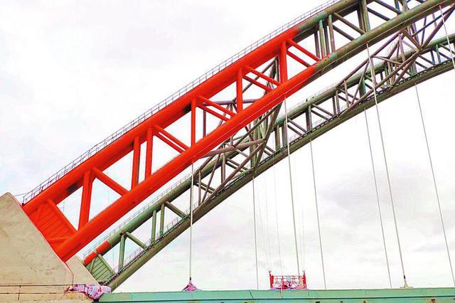 """六律大桥""""换装""""披上橘红外衣 预计年底建成通车"""