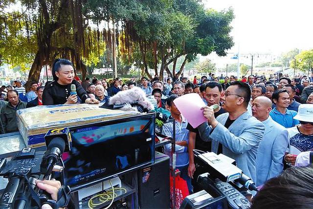 动真格!下周朝阳广场收费歌摊将取缔 广场舞登记备案
