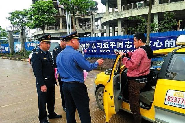 乱!高铁宾阳站出口非正规运营车辆乱拉客现象严重