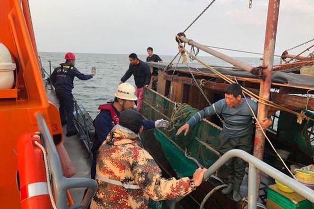 广西北海3渔船突遭暴风雨及冰雹 4人遇险1人遇难