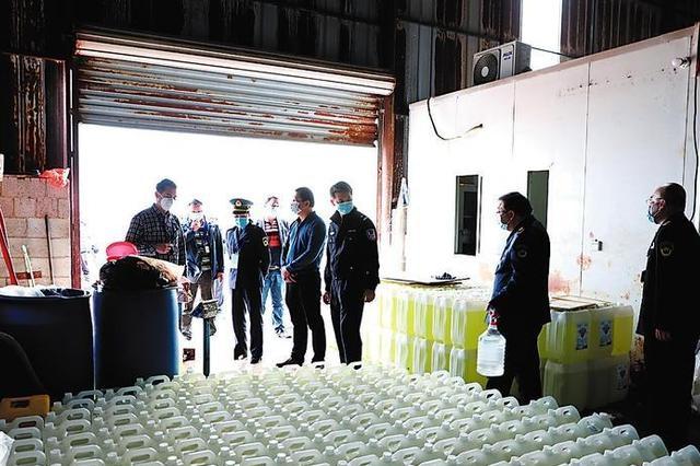 简陃厂房里兑水 南宁一无证消毒剂加工厂被查处