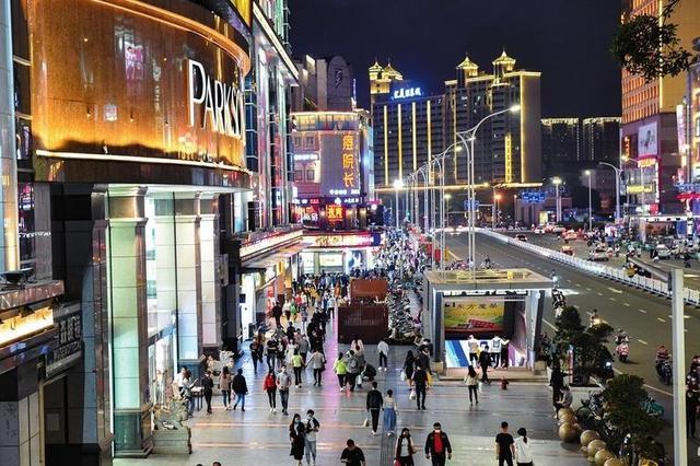 """夜经济热起来 南宁市的""""烟火气""""回来了"""