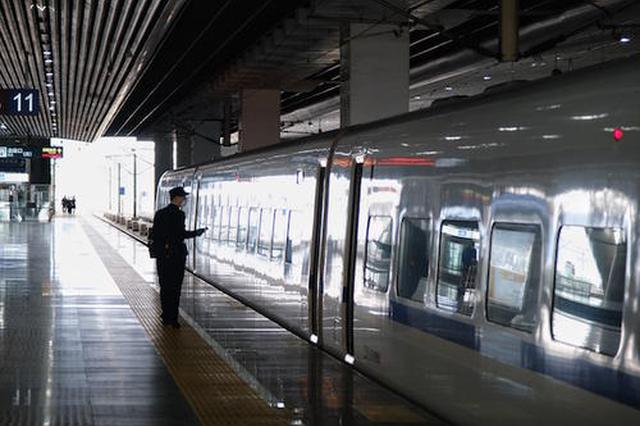 南宁两大火车站昨日发送旅客4.8万人次 长途余票充足