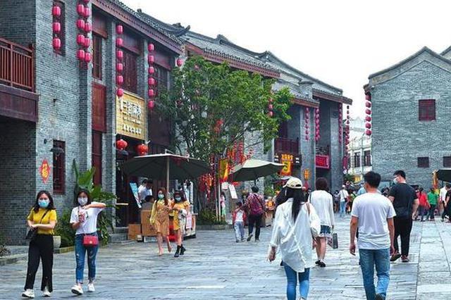 南宁:游客有序入园不扎堆 文明旅游现新风
