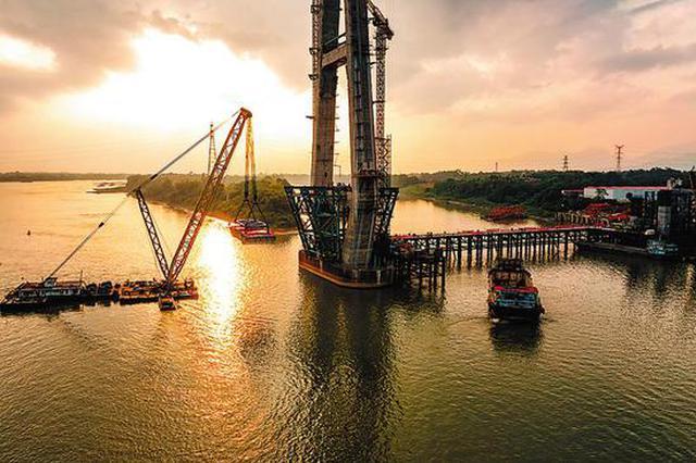 荔玉高速火热建设中 相思洲大桥首轮吊装500吨重主梁