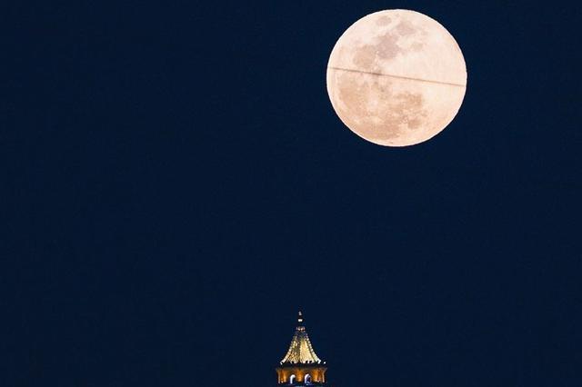 南宁的超级月亮太美了!这是2020年最后一次 你看了吗