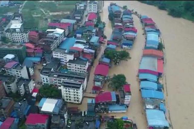 广西环江突发山洪乡镇被淹 多名群众被困在屋顶(图)