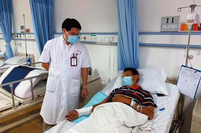夏季毒蛇出没!南宁一村民干农活时被竹叶青咬伤住院