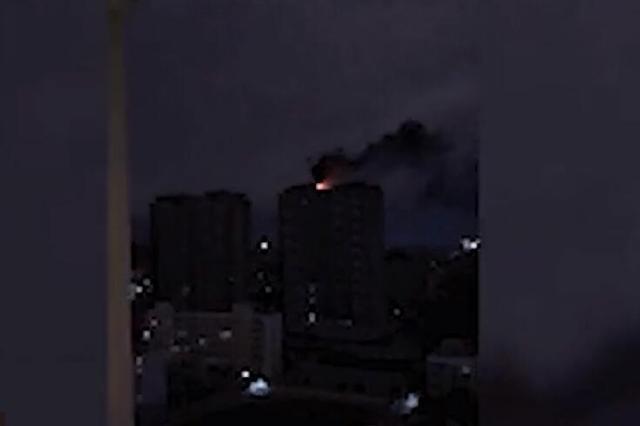 南宁一住宅楼消防演练变成火灾现场 负责人:风太大