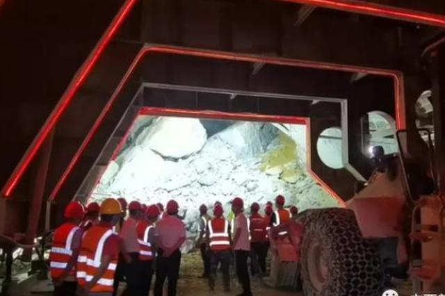 广西乐业隧道塌方超72小时:尚无人救出 再遇三大困难