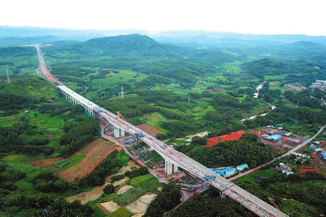 平陆运河特大桥年底将通车 南宁开车到广东3个多小时