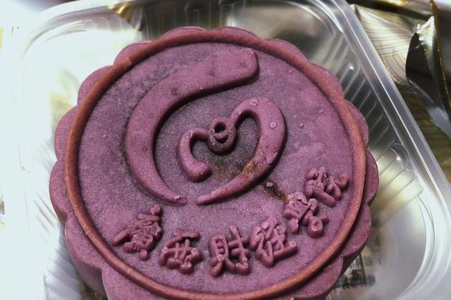 别人家的学校!广西财经学院中秋特制月饼送学生