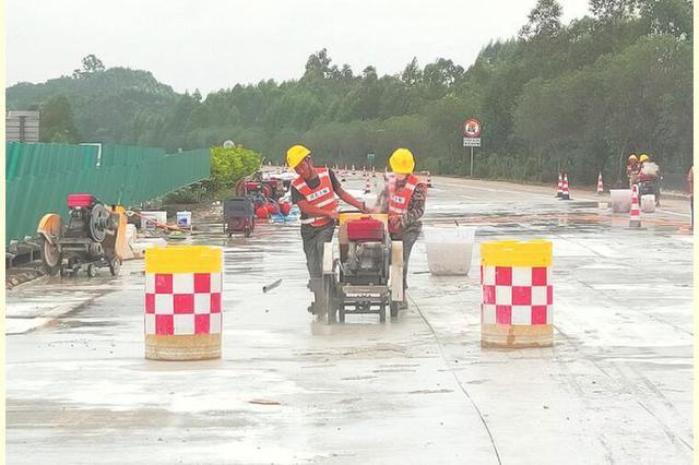 广昆高速路面改造 南宁往玉林方向车辆需绕行