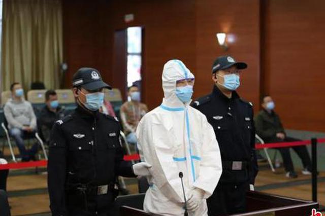 """为黑恶势力做""""保护伞""""  防城港公安局原副局长受审"""