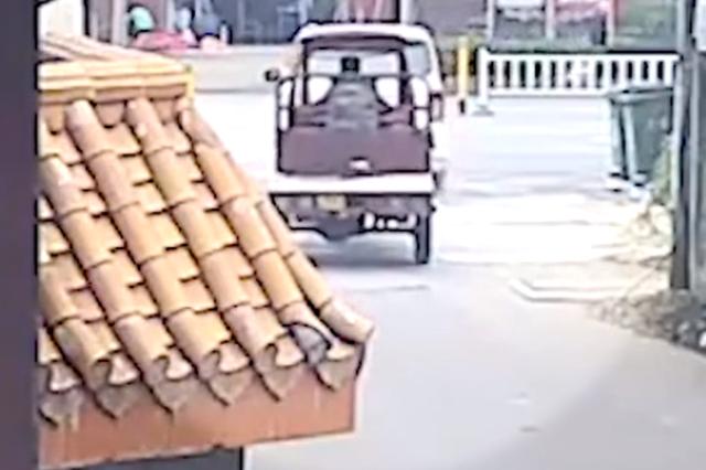 柳州一女司机驾车失控撞死老人:原想练习半坡起步