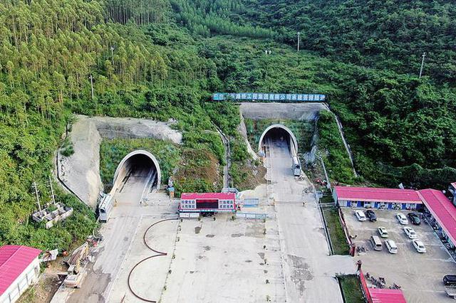 新柳南高速全线21座隧道全部贯通 全线年内将建成通车