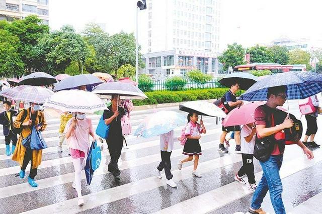 """双台风前后来袭 广西""""退烧""""后风雨大戏接连上演"""