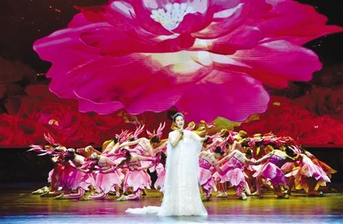 新晋梅花奖获得者、著名歌唱家雷佳演唱《花开新时代》