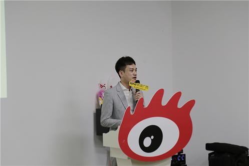 (新浪广西商务中心总监韦荣杰作主题演讲《新媒体舆情应对及案例分析》)