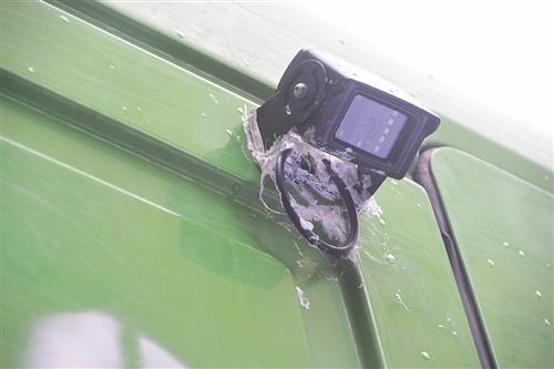 摄像头安装在车身侧面驾驶室上方