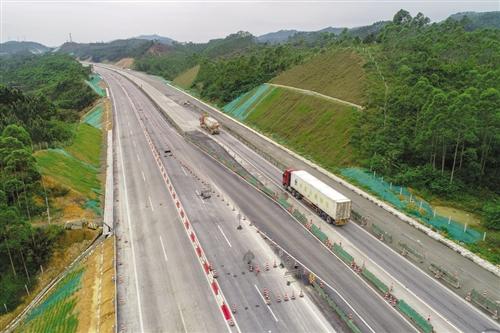 南钦防高速改扩建工程正在全力建设中