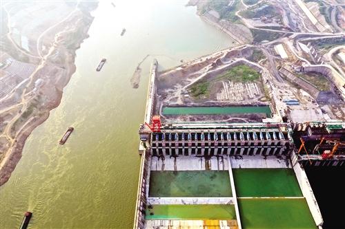 ▲建设中的大藤峡水利枢纽工程左岸项目工程(8月10日无人机拍摄)。