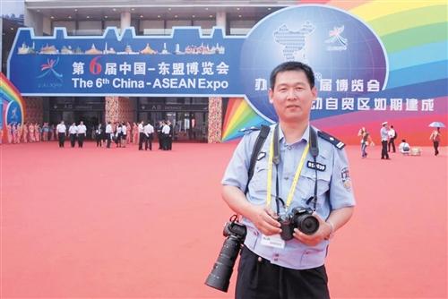 连续15届东博会、峰会的执勤,于宏从未缺席(交警供图)