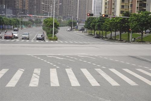 交警已对该路口左转待转区标线进行整改 本报记者 程勇可 摄