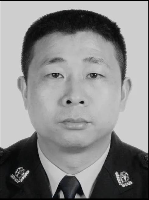 2020年5月21日,贺州市公安局八步分局民警张宇和同志在工作岗位上不幸牺牲享年51岁
