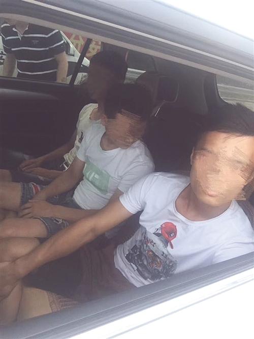 坐在车上的嫌疑人乖乖束手就擒 本报通讯员 陈仕天 提供