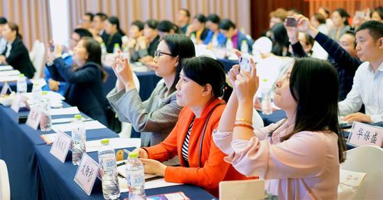 客户积极参与讲坛 活动现场氛围热烈