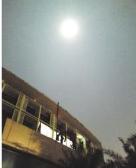 当晚的月亮又大又圆(热心网友思依卡理理供图)