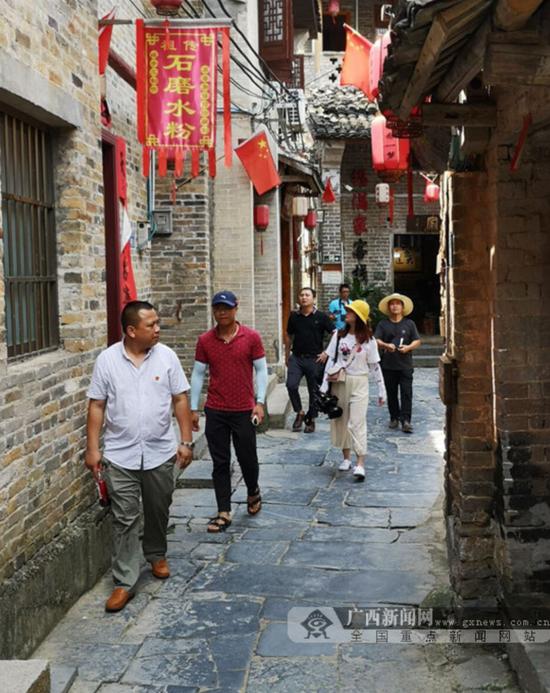 景区的街道干干净净。广西新闻网记者 陈创明 摄