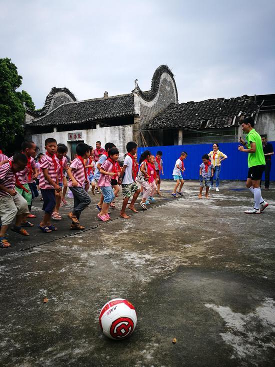 中国银行桂林分行开展助学筑梦志愿者活动