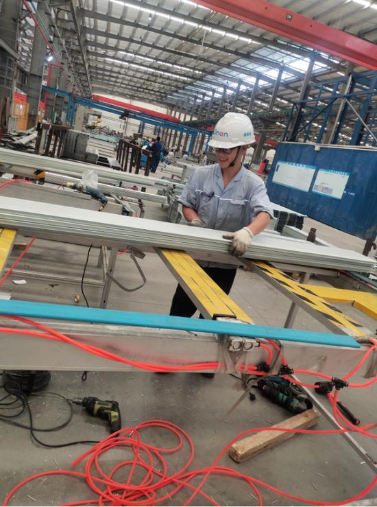 广西南宁技师学院学生在南南铝顶岗实习