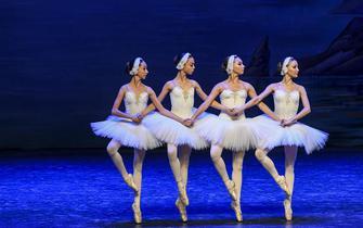 乌克兰芭蕾舞团在新疆演出舞蹈