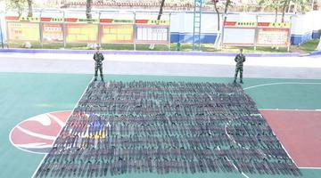 广西防城港查获水貂皮500张 摆满篮球场