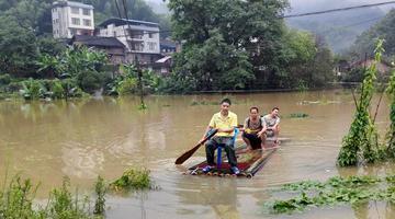 强降雨袭击融水 乡镇交通电力通讯中断
