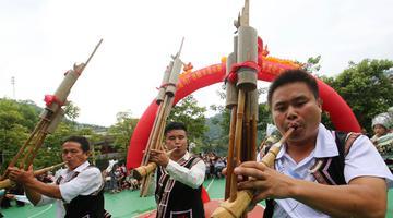 广西融水侗寨欢聚祈丰收