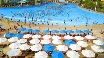 广西柳州:戏水享清凉