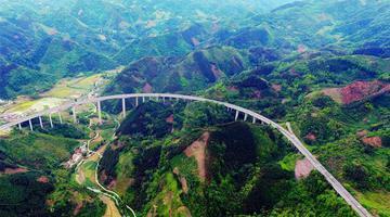 【广西60年】俯瞰壮乡高速路