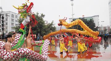 宾阳炮龙节:非遗展演魅力大 游客齐喝彩